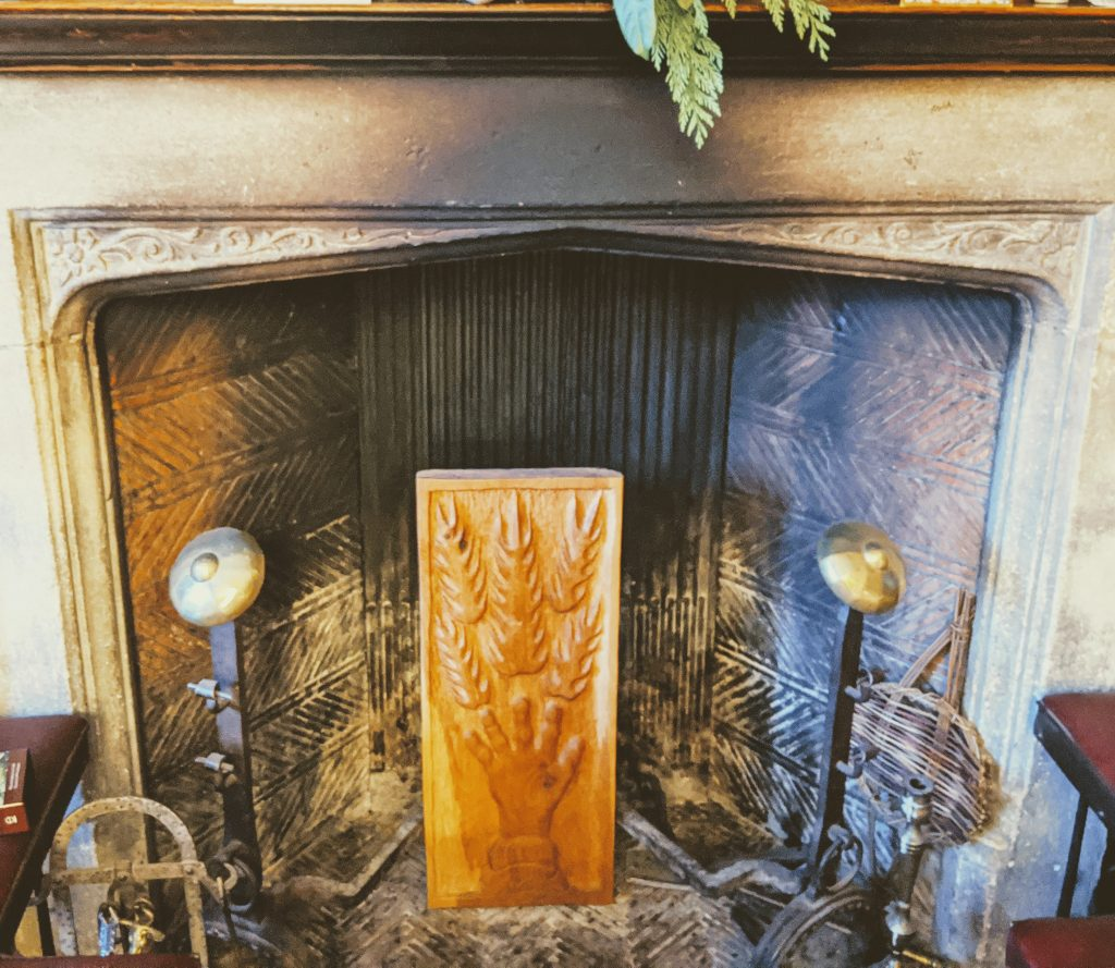 picture of cold empty fireplace